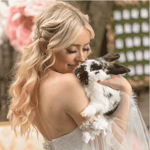 montreal-creative-wedding-flower-design-alice-in-wonderland