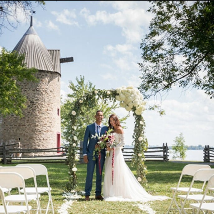 windmill+outdoor+wedding+ceremony+pointe+du+moulin+montreal