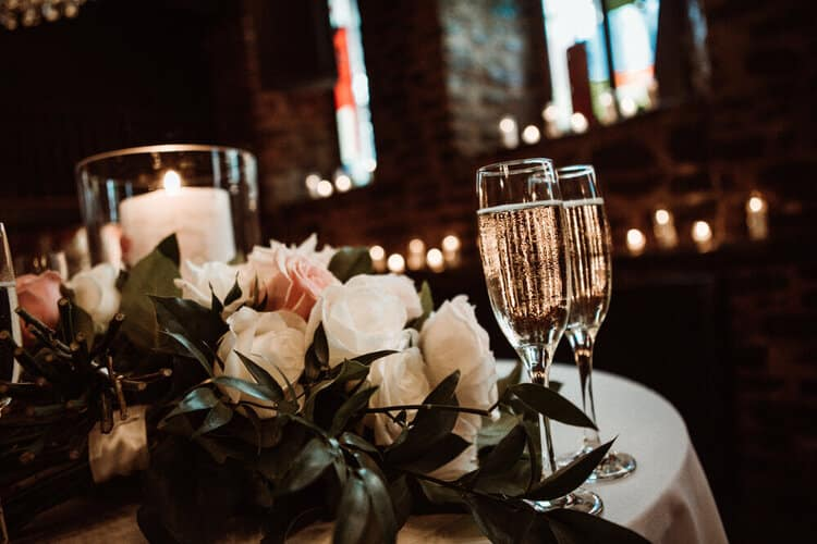 10+ways+to+make+your+intimate+wedding+memorable+auberge+saint+gabriel+old+montreal