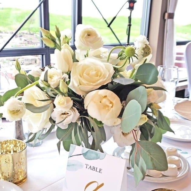 Leaf+Runner+Garden+Style+Wedding+Wood+Charger+Plates+Montreal+Wedding+Florist+3-min