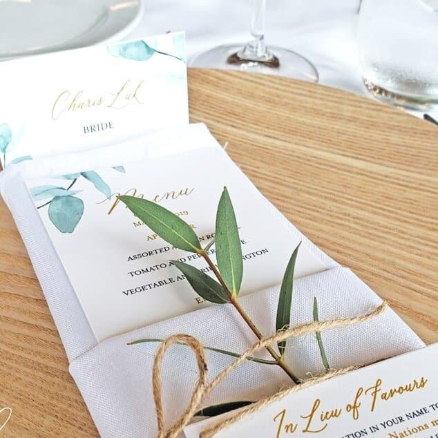 Leaf+in+Napkin+Tied+with+a+Ribbon+Montreal+Wedding-min