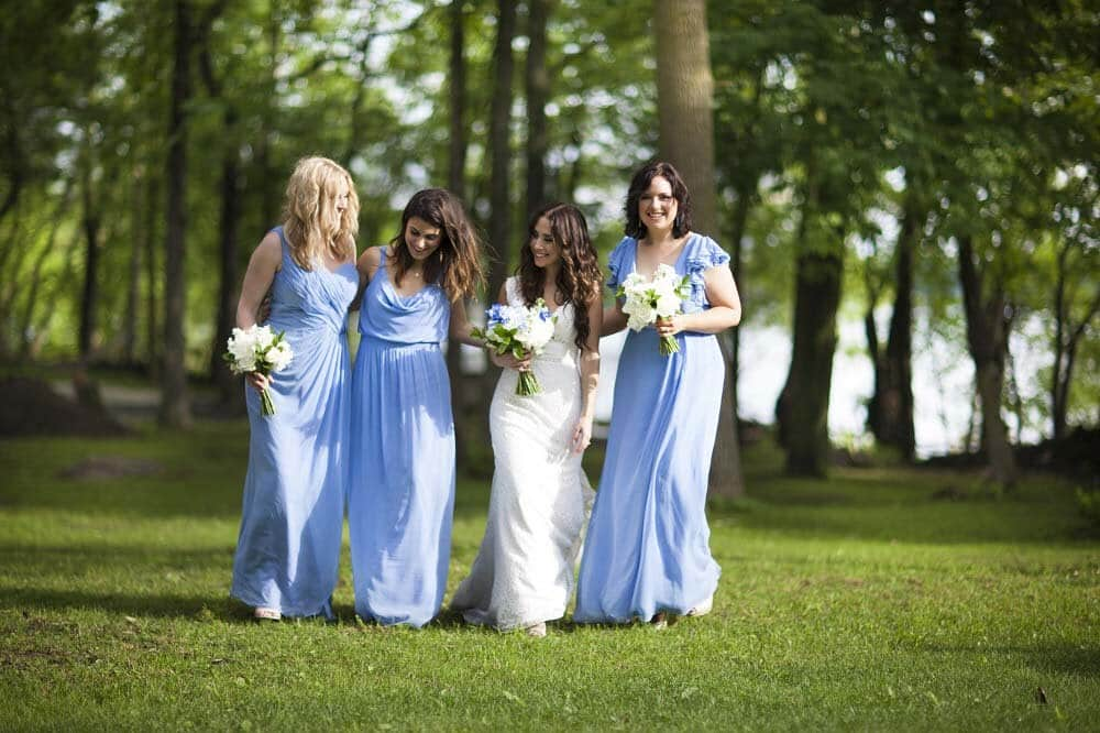 blue+bridesmaids+dresses+and+blue+flowers