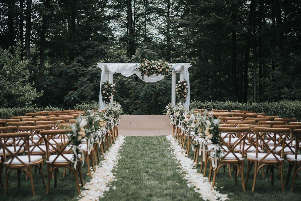 dreamy forest lush peach flower wedding auberge des gallant 13-min