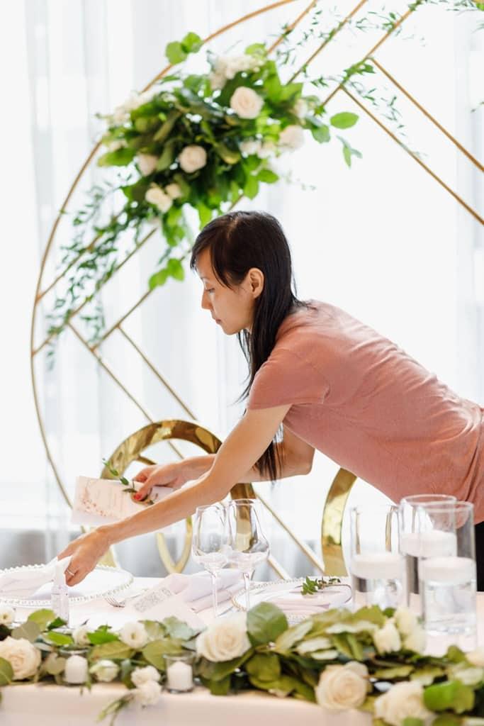 wedding florist setting up